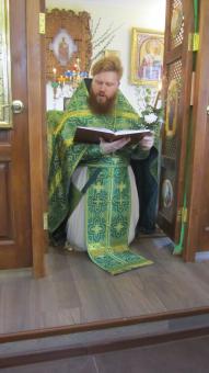 Коленопрекланенные молитвы батюшки...